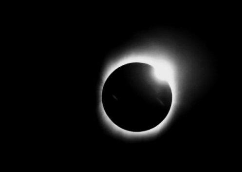 Solar_eclipse_diamond_ring_22_July_2009_taken_by_Lutfar_Rahman_Nirjhar_from_Bangladesh